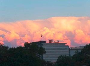 Zukunftsraum Wolken über Suhr